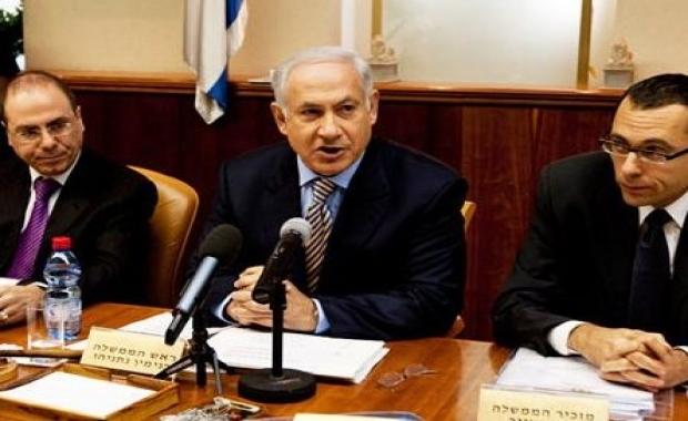 هآرتس: نتنياهو سعى لتعيين مدير مكتبه السابق رئيساً للقناة العاشرة